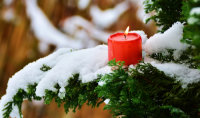 Quelle: https://pixabay.com/de/kerze-flamme-winter-ast-zweige-2992645/
